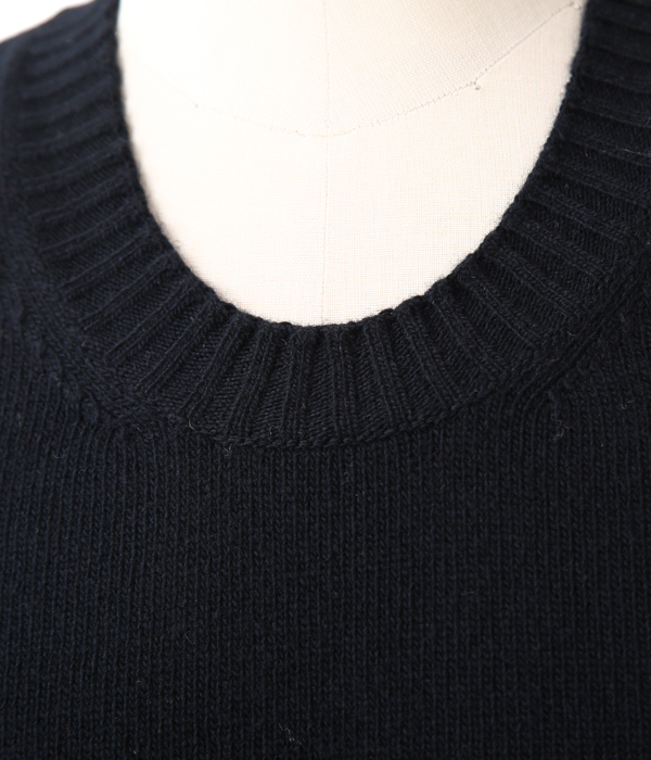 MATTHEW  U NECK NO SLEEVES SUPERGEELONG-BLACK-