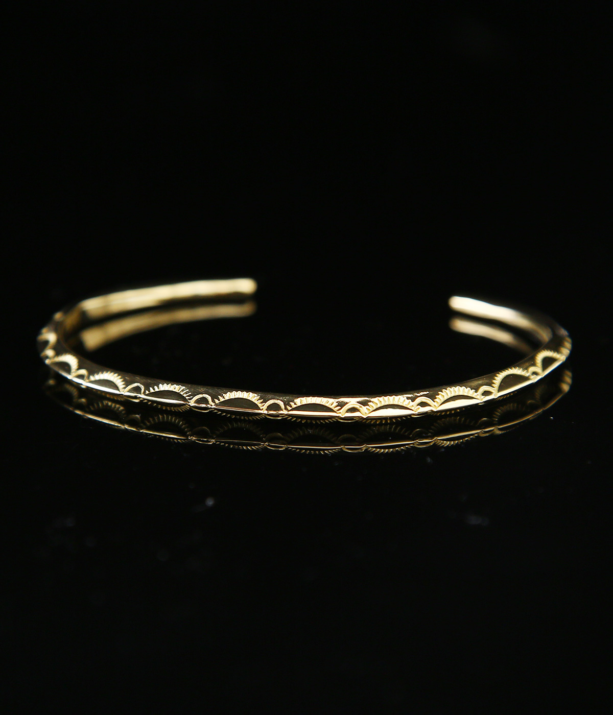 EXTRA THIN TRIANGLE BANGLE -LEAF- 18K